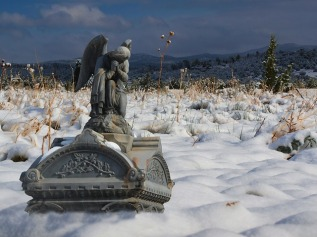 cemetery-353322_640.jpg