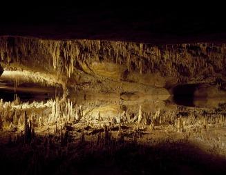 cavern-554374_1920.jpg